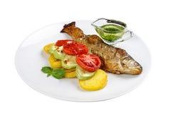 Truta cozida com vegetais imagem de stock royalty free