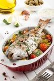 Truta cozida dos peixes com vegetais Imagem de Stock Royalty Free