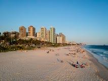 Truteń fotografia Barra da Tijuca plaża podczas zmierzchu, Rio De Janeiro, Brazylia Obrazy Stock