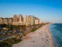 Truteń fotografia Barra da Tijuca plaża podczas zmierzchu, Rio De Janeiro, Brazylia Zdjęcie Stock