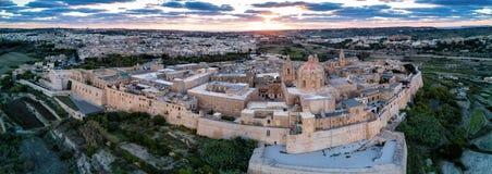 Truteń fotografia - miasto Mdina, Malta przy zmierzchem zdjęcia stock
