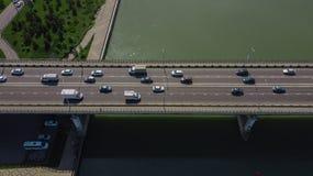 Truteń, s oka widok «- widok z lotu ptaka miastowego ruchu drogowego dżem na miasto moście obraz royalty free