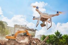 Truteń sprawdza budowy rozbiórkowego miejsce lub buduje teren fotografia royalty free
