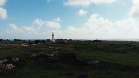 Truteń strzelał latarnia morska blisko morza z miastem w tle Cypr wyspa, Paphos zbiory wideo