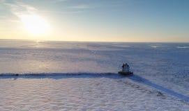 Truteń strzelał zamarznięty Jeziorny Erie i Lorain latarnia morska fotografia royalty free
