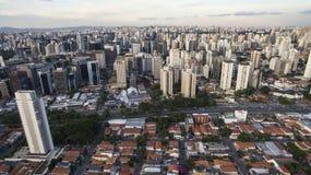 Truteń strzelanina w dużym mieście w świacie Itaim Bibi sąsiedztwo miasto Sao Paulo zdjęcie royalty free