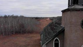Truteń wyjawia zaniechany kościół w spadku położeniu zbiory