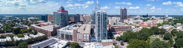 Truteń panoramy Powietrzna linia horyzontu miasto Raleigh, NC obraz stock