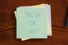 Truth or lie written on a note Royalty Free Stock Photography