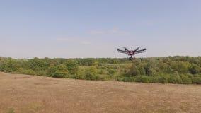 Trutnia copter UAV - powietrzny wideo mknący latanie na osiem śmigieł oktocopter zdjęcie wideo