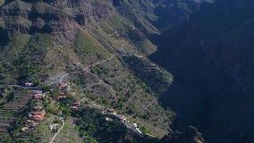 Trutnia lot nad wysokimi górami zdjęcie wideo