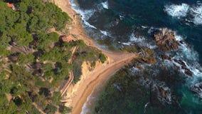 Trutnia materiał filmowy nad Costa Brava nabrzeżny blisko miasteczka Palamos Hiszpania zdjęcie wideo
