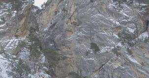 Trutnia Powietrzny lot w górach w zimie zbiory wideo
