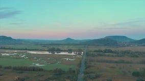 Trutnia powietrzny materiał filmowy od Węgierskiego krajobrazu blisko jeziornego Balaton, zdjęcie wideo