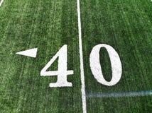 Trutnia strzał 40 jardów Mark Na futbolu amerykańskiego polu fotografia stock