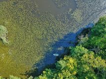 Trutnia widok łódź na jeziorze w Transylvania fotografia royalty free