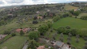 Trutnia widok wieś nad ampuł drzewa i kultywujący pola zdjęcie wideo