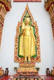 Trwanie budda statua zdjęcie stock