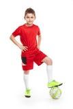 Trwanie młody gracz piłki nożnej z futbolem Zdjęcia Stock