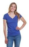 Trwanie niemiecka kobieta w błękitnej koszulowej patrzeje kamerze Zdjęcie Royalty Free