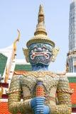 Trwanie smok. Czerep królewiątko pałac w Bangkok Obraz Stock
