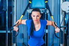 TRX aptidão, esportes, exercício, tecnologia e Imagens de Stock Royalty Free