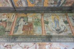 Trybsz, POLÔNIA - 11 de agosto de 2016; Interior da igreja de madeira gótico velha do St Elizabeth's em Trybsz Imagens de Stock