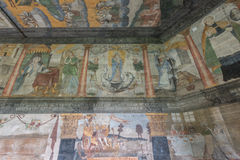 Trybsz, POLÔNIA - 11 de agosto de 2016; Interior da igreja de madeira gótico velha do St Elizabeth's em Trybsz fotografia de stock