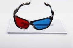 tryck 3D: anaglyphic röd blå exponeringsglas och skiftnyckel. Royaltyfri Fotografi