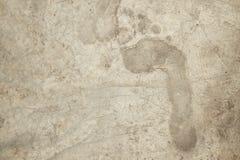 Tryck för höger fot i konkret cement Royaltyfri Bild