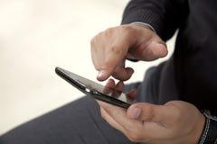 Trycka på en mobiltelefon Arkivbilder