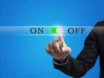 Trycka på för affärsmanhand PÅ AV knappsymbol Arkivfoton