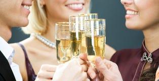 trycka på för champagneflöjter fotografering för bildbyråer
