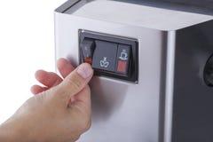 Trycka på PÅ knappen, espressomaskin, etapper av kaffedanande som isoleras på vit bakgrund Fotografering för Bildbyråer