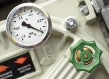 Tryckmätare med gröna ventiler Fotografering för Bildbyråer