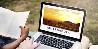 Tryckning för underhållninginternet för multimedia av ljudsignalt begrepp Fotografering för Bildbyråer