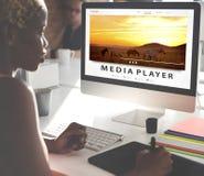 Tryckning för underhållninginternet för multimedia av ljudsignalt begrepp Royaltyfria Foton