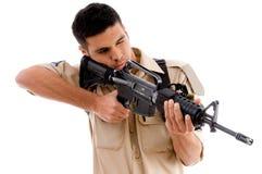 tryckspruta som pekar soldaten Arkivfoto