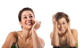 tryckt ned lycklig le olycklig kvinna Fotografering för Bildbyråer