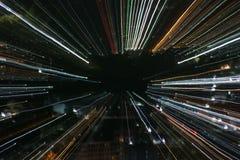 Tryckvågzoomeffekt, ljusa linjer med lång exponering Arkivbilder