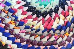 Trykotowego rocznika handmade kolorowy round dywanik z trójbokiem tupocze Fotografia Royalty Free