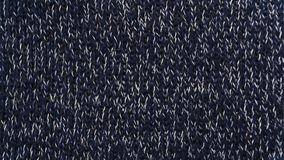 Trykotowy materialny tło zmrok - błękitne dziewiarskie igły zdjęcia royalty free