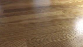 Trząść szkło z kawą na stole plenerowym zbiory wideo