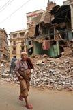 Trzęsienie ziemi szkoda na ulicach Kathamndu od Thamel półdupków zdjęcia stock
