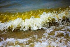 trzasków ciężkiego morza fala obrazy stock