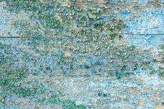 Trzaskająca farba na drewnianym nawierzchniowym Abstrakcjonistycznym tle zdjęcie royalty free