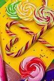Trzcina cukrowa w kształtują i inni cukierki Fotografia Stock