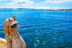 Trzcinowa łódź Titicaca i jezioro Zdjęcia Royalty Free