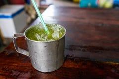 Trzciny cukrowa słodkiego wapna sok je chłodno bardzo smakowity świeżego cool Zdjęcie Stock