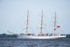 Trzebiez,波兰- 2017年8月08日-帆船Dar Mlodziezy航行到充分的海在高船种族以后决赛2017年在Stet 库存照片